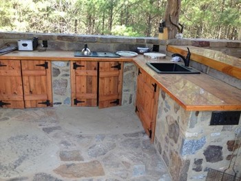 Outdoor Bar and Kitchen in Madison County, GA