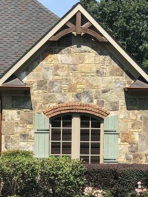 Tennessee Fieldstone in an Ashlar Pattern with Buff Mortar Joint in Monroe, GA (1)