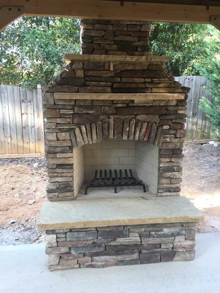Outdoor Fireplace with Bucks County Southern Ledgestone (1)
