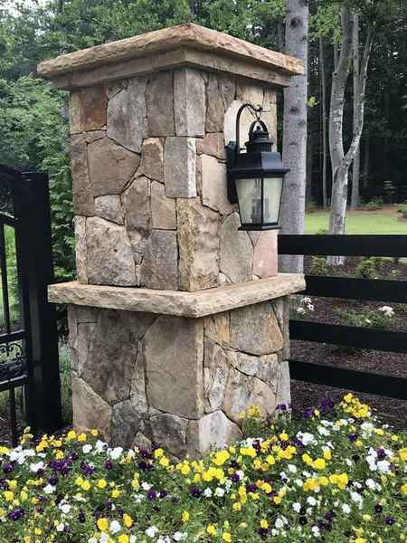 TN Fieldstone Random Standing Drystacked Column in Acworth, GA (1)